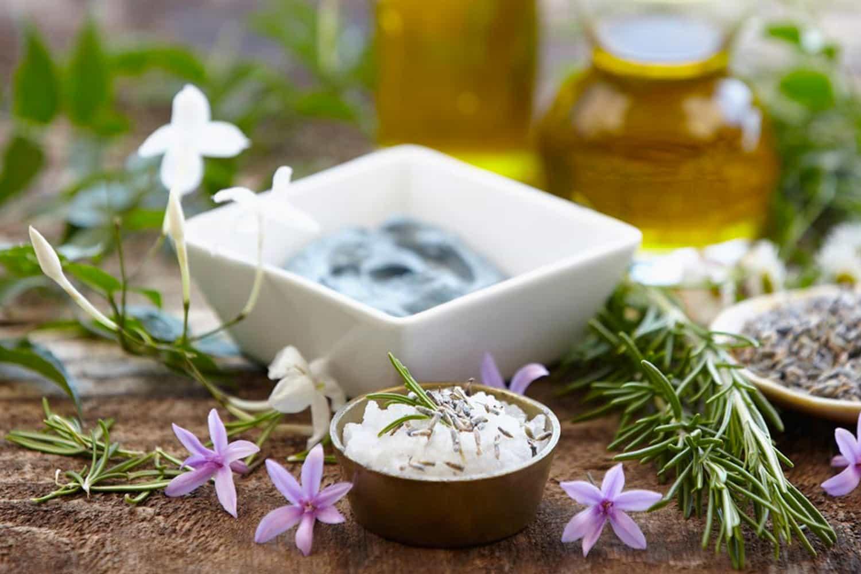 Adopter la cosmétique naturelle et fabriquer ses propres soins à la maison