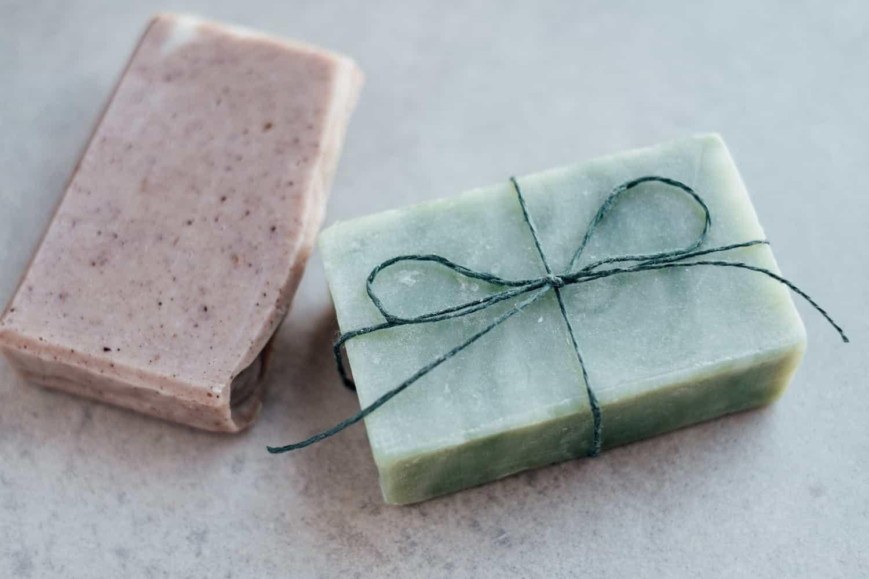 Prolonger la vie des cosmétiques solides et fabriquer ses pochettes à savon