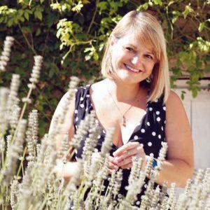 Charlotte Julien, créatrice de la gamme cosmétique M&O Naturel, votre formatrice